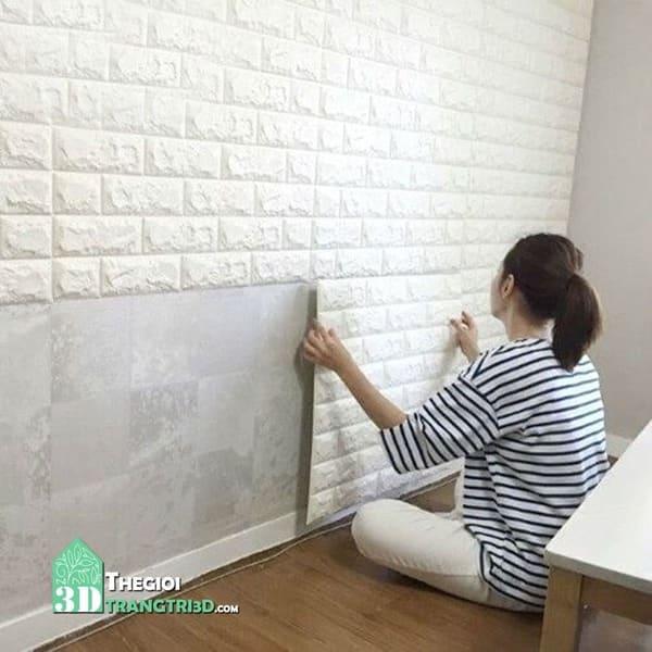 Xốp dán tường 3d có những loại nào, giá bao nhiêu? Thuê thợ thi công xốp tại đơn vị cung cấp để tiết kiệm thời gian, chi phí