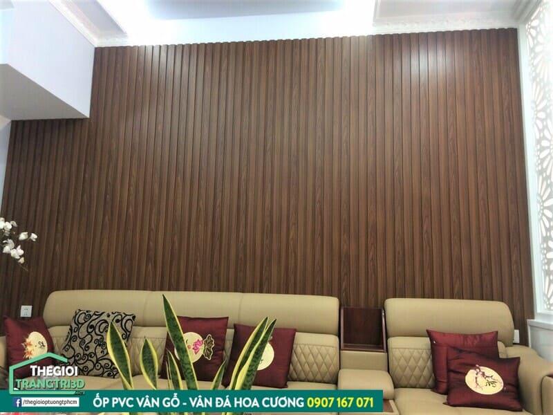Ứng dụng tấm ốp tường gỗ composite trang trí nội thất căn hộ hiện đại