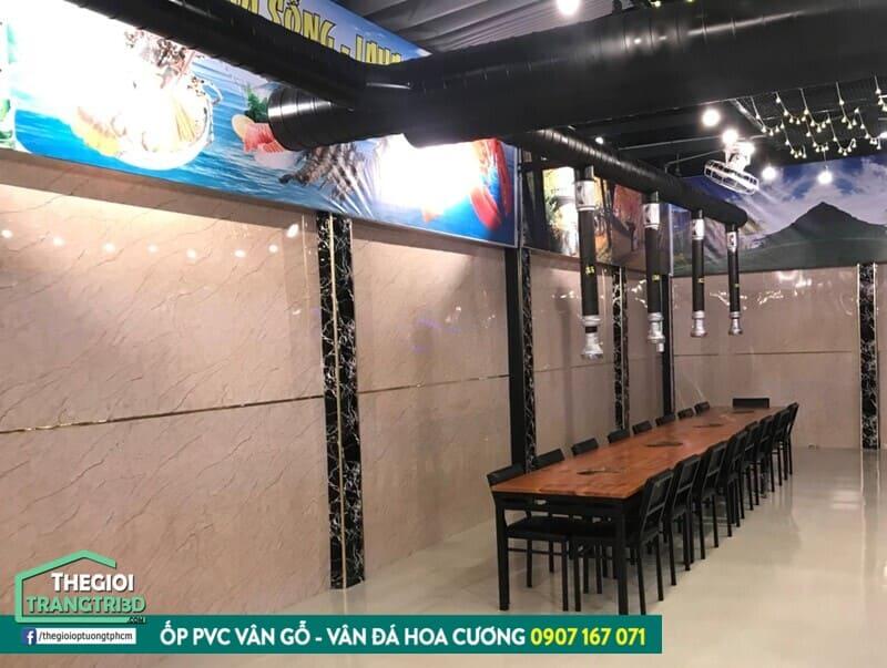 Vật liệu ốp tường phòng khách bền đẹp, chống ẩm mốc và chống cháy lan