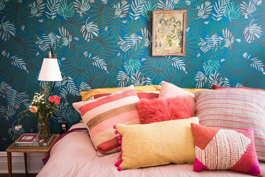Tạo họa tiết ấn tượng cho phòng ngủ với giấy dán tường hàn quốc